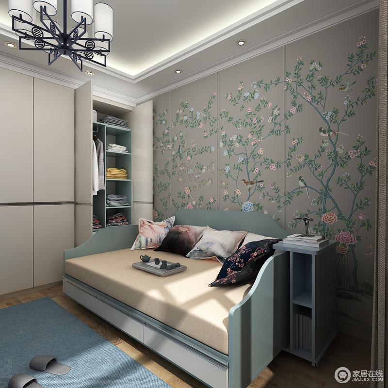 1.3m*2m的定制多功能床榻,满足老人休息的同时也是他品茶看书的舒适区域而带滑轮的床边柜可随意拉动