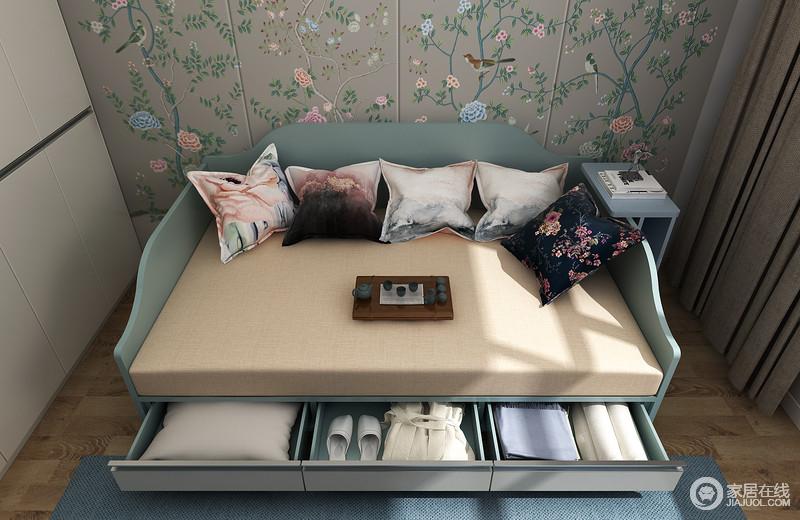 窗下的抽屉可以放一些常用到的物品方便拿取